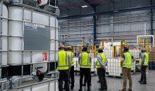 Im Rahmen einer Werksbesichtigung konnten sich die Gäste von den Umwelt-, Sicherheits-, und Qualitätsmanagement-Standards in der Produktion überzeugen.