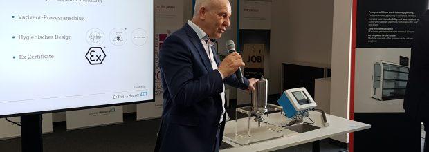 Dr. Manfred Jagiella, CEO Endress+Hauser Liquid Analysis, stellte die neue Spektrometer-Plattform auf einer Pressekonferenz im Januar 2020 vor. Bild: CHEMIE TECHNIK