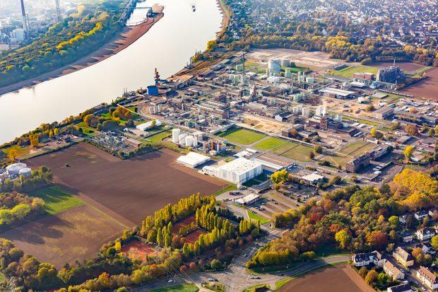 Luftaufnahme des Evonik-Standorts Lülsdorf, an dem PCC neue Anlagen bauen will.
