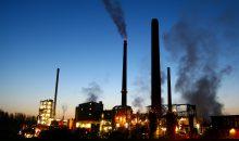 Kiel Industrial Services aus Wesseling bei Köln erhöhte die Jahresleistung um rund 31 Mio. Euro (+16,5 %) und gehört zu den Unternehmen im Markt, die als Gesamtdienstleister wahrgenommen werden und über Kompetenzen im Engineering verfügen. Kiel verbessert sich um zwei Ränge auf Listenplatz 7. Unverändert auf Rang 8 ist Kaefer Isoliertechnik aus Bremen positioniert. Die Gesamtleistung des international tätigen Unternehmens liegt bei 1,7 Mrd. Euro. (Bild: mastert – Fotolia)