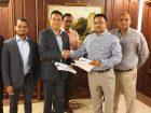 Jillur Rahim, Geschäftsführer von Wärtsilä Bangladesh und Shamim Islam, Geschäftsführer von Jamuna Power, unterzeichneten im November 2019 den Auftrag für ein 78-MW-Kraftwerk von Wärtsilä an den Jamuna-Industriekomplex in Bangladesch. (Bild:Jamuna Power)