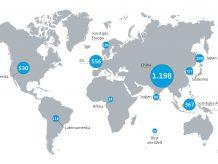 """Chemiestandort Europa auf Platz 2 - Umsätze mit Chemikalien in Mrd. Euro:  Weltweit wurden 2018 mit Chemikalien etwa 3,35 Bio. Euro umgesetzt. Das waren etwa 2,5 % mehr als noch im Jahr zuvor. Den mit Abstand größten Anteil daran hält nach wie vor China. Die EU wiederum konnte knapp den zweiten Platz vor den USA behaupten – die """"traditionellen"""" Chemiestandorte bleiben also bedeutend. Insgesamt verbuchen aber die aufstrebenenden, sogenannten BRIC-Staaten (Brasilien, Russland, Indien und China) bald etwa die Hälfte des globalen Chemiegeschäfts für sich. Ein weiteres Viertel geht auf das Konto anderer  Schwellenländer, vor allem in Asien. Bild: kazy – AdobeStock / CHEMIE TECHNIK, Daten: Cefic"""