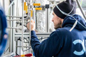 In Karlsruhe entsteht gerade eine Versuchsanlage zur Reduktion von CO2 in der Atmosphäre. (Bild: KIT)