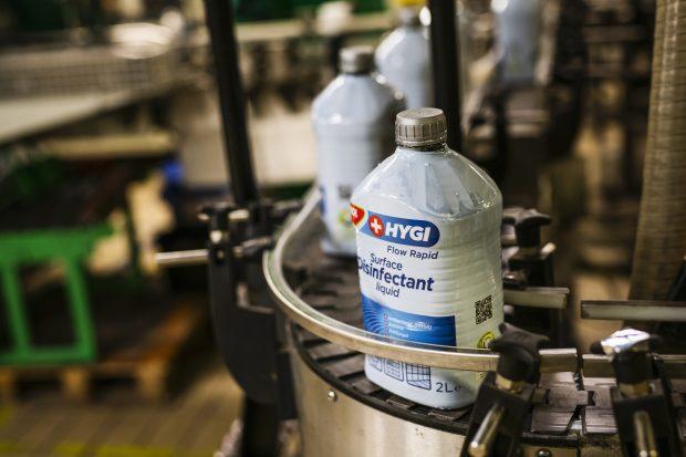MOL Hygi ist vorerst in wiederverwertbaren 2-Liter-Plastikflaschen erhältlich, wird aber ab dem nächsten Monat auch in kleineren Größen angeboten. (Bild: MOL)