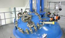 Abb. 1 Emaillierter Rührbehälter in einem Betrieb zur Herstellung von pharmazeutischen Vorprodukten Serumwerk RWA 020