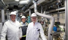 Von rechts nach links: Dr. Marc-Oliver Kristen, Dr. Frank Stenger und Prof. Dr. Robert Franke. (Bild: Evonik)