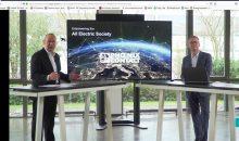 Phoenix Contact CEO Frank Stührenberg (links) und CTO Roland Bent stellten in einer Keynote zu den Dialog Days die Bedeutung der künftigen All Electric Society vor. Bild: Redaktion