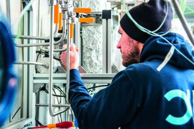 Wasserstoff 6 KIT forscht an neuem Verfahren_Necoc_Versuchsanlage_CO2-Reduktion-1024x683