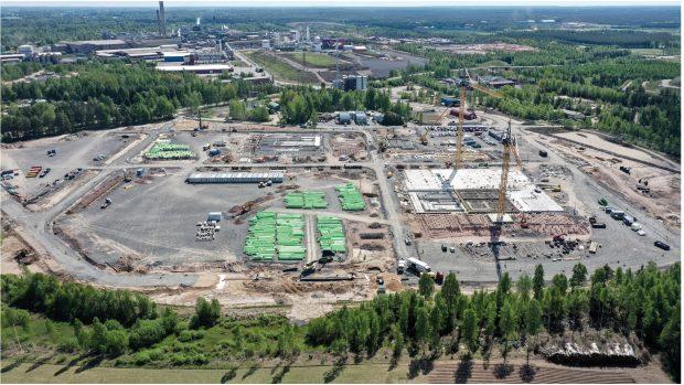 Die Bauarbeiten für die BASF-Anlage für Batteriematerialien in Harjavalta, Finnland, verlaufen planmäßig für eine Inbetriebnahme im Jahr 2022. (Bild: BASF)