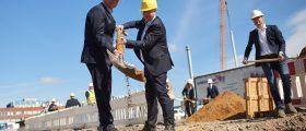 Mit einem symbolischen Spatenstich hat Orion Engineered Carbons den Bau einen neuen Logistikzentrums bei Köln gestartet. Bild: Orion
