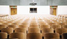Allein das Fach Chemie kann man in Deutschland an über 80 Standorten studieren. Kein Wunder, denn die Berufschancen für Absolventen sind hoch – ob in der Wissenschaft oder in der Industrie. Wir zeigen Ihnen die sieben besten Hochschulen für diesen Studiengang laut Center of World-Class Universities. (Bild: Unsplash/Nathan Dumlao)