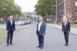 Von links nach rechts: Dr. Markus Winterberg (Vice President Production & Technology); Dr. Hinnerk Gordon Becker (Market Segment Head Specialties); Christian Bierhaus (Senior Vice President Marketing & Sales). (Bild: Evonik)