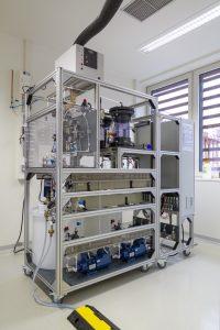 Der Elektrolyseur synthetisiert Ameisensäure aus atmosphärischem CO2.