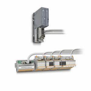 Bild 4: Der neue Frontadapter lässt sich einfach auf die I/O-Karte der Steuerungsplattform ET 200SP stecken – Bild Phoenix Contact