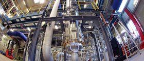 In der Rheticus-Versuchsanlage voon Evonik und Siemens Energy in Marl entstehen Chemikalien aus CO2, Wasser und Strom aus regenerativen Quellen. (Bild: Rheticus)