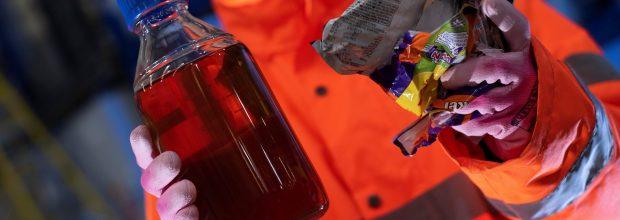 Aus Plastikabfällen entsteht das Öl Plaxx, das als Ausgangsstoff für neue Kunststoffe dienen soll. (Bild: Recycling Technologies)